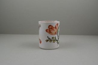 Lowestoft Porcelain Tulip Painter Mug, C1768-70. 2