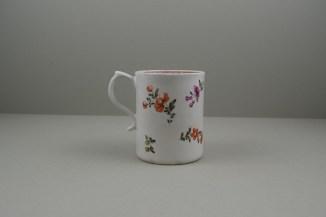 Lowestoft Porcelain Tulip Painter Mug, C1768-70. 4