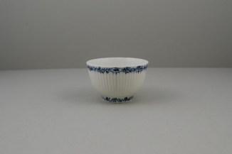 Lowestoft Porcelain Ribbed Flower band Border Pattern Teabowl and Saucer, C1770 (2)