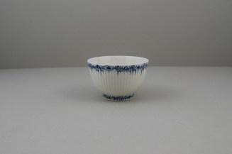 Lowestoft Porcelain Ribbed Flower band Border Pattern Teabowl and Saucer, C1770 (5)