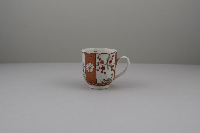 Liverpool Porcelain Richard Chaffers Scarlet Japan Pattern Coffee Cup, C1760 (1)