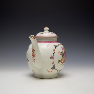 Lowestoft Rose and Cornucopia Within a Floral Garland Pattern Teapot and Cover c1775-80 (2)