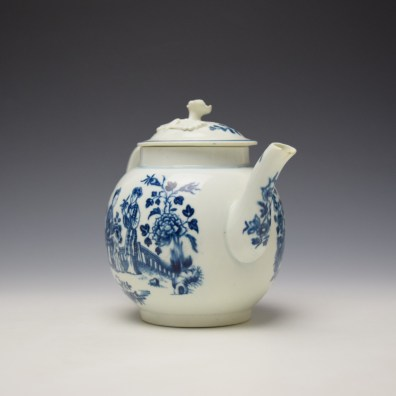Worcester Three Ladies Pattern Teapot and Cover c1770-80 (3)