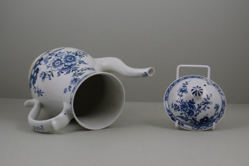 Lowestoft Porcelain Three Peony and Rock Pattern Coffee Pot and Cover, C1770-85 (9)