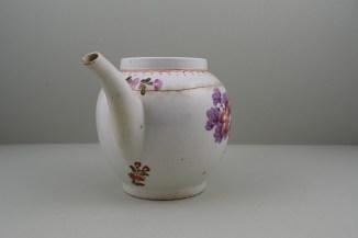 Lowestoft Porcelain Tulip Painter Teapot C1775-85. 2