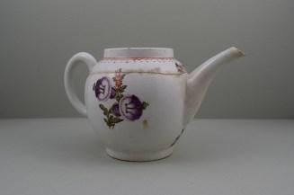Lowestoft Porcelain Tulip Painter Teapot C1775-85. 4