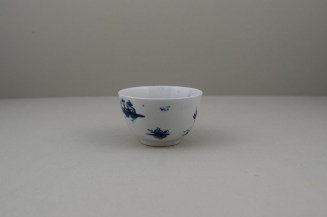Lowestoft Porcelain Very Rare Windy Day Pattern Teabowl and Saucer, C1760 (4)