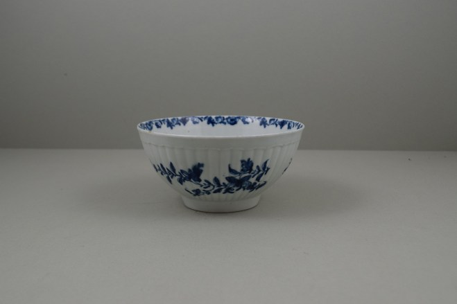 Worcester Porcelain Dr Wall The Reeded Teaware Centre Pattern Slop Bowl, C1755 (1)