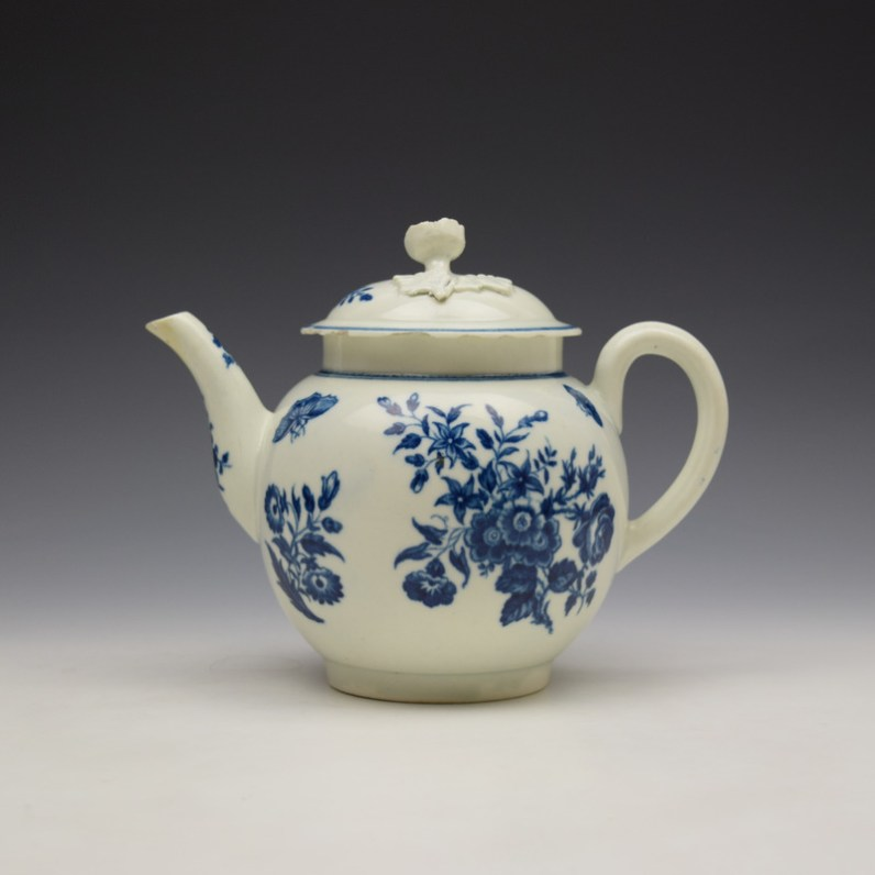 Worcester Three Flowers Pattern Teapot and Cover c1770-80 (1)