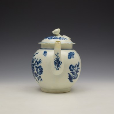 Worcester Three Flowers Pattern Teapot and Cover c1770-80 (3)