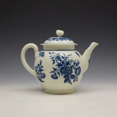Worcester Three Flowers Pattern Teapot and Cover c1770-80 (5)