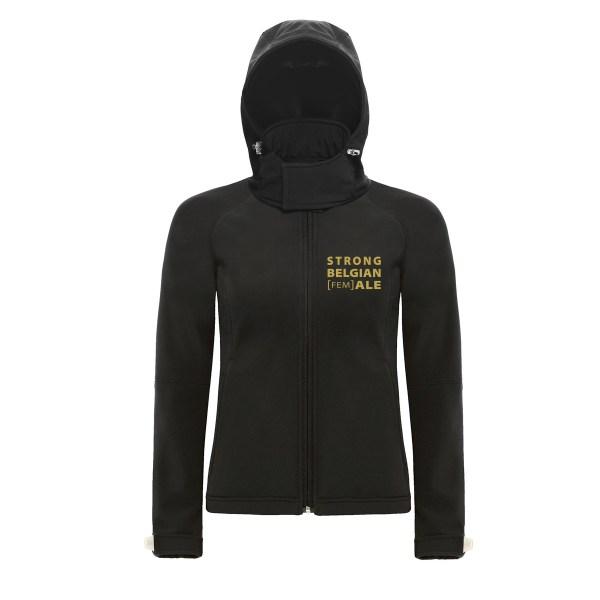 Zwarte softshell jas Gouden Carolus met gouden opschrift Strong Belgian Female voorkant