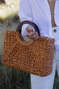 Wooden handle straw bag