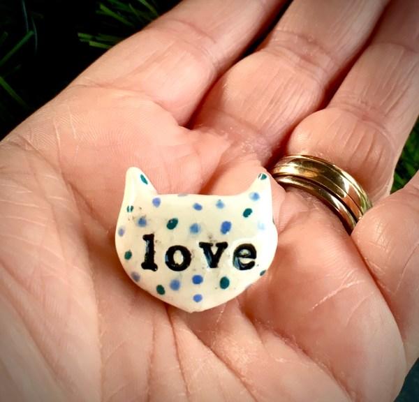 LOVEHEART CAT FACE PIN