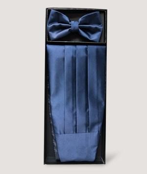 Ensemble nœud papillon et d'une ceinture smoking plissée en satin bleu