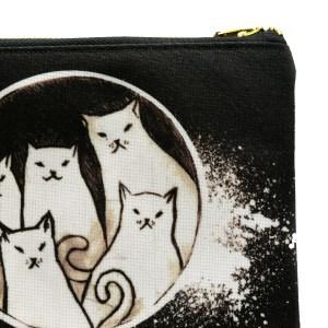 pieci kaķi