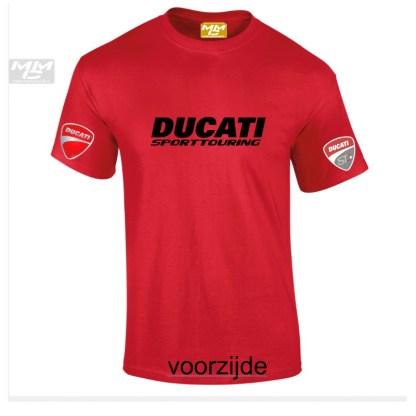 rood T-shirt met zwarte opdruk