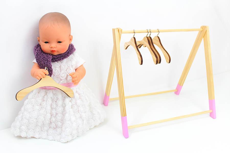 Kleiderbügel Puppe