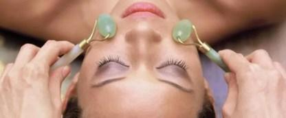 Jade roller. Massaaž näole nefriidist massaažirolleriga