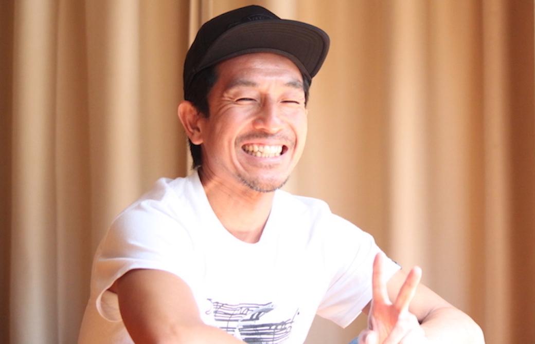 はにかんでいる山本俊朗先生