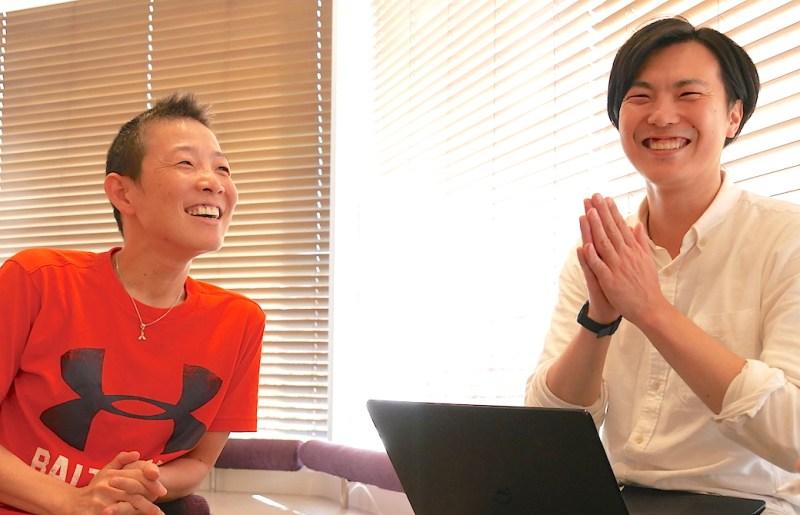 高尾先生とぐっち先輩が楽しそうに話をしている