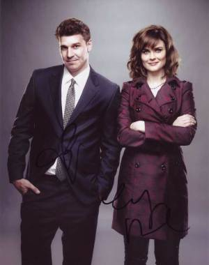 Bones In-person autographed Cast Photo