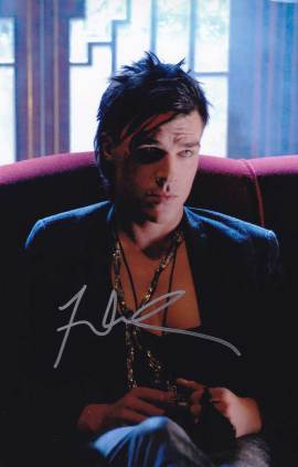 Finn Wittrock in-person autographed photo