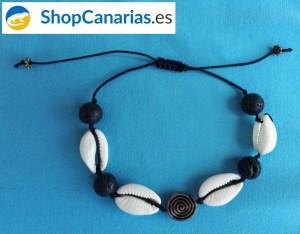 Pulsera ShopCanarias.es de macramé con símbolo guanche y conchas