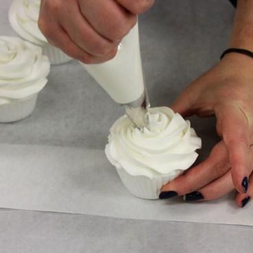 icing metallic cupcakes