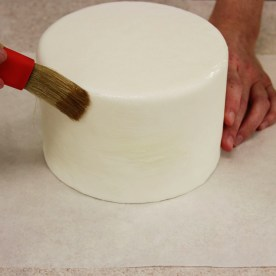 piping getl on cake