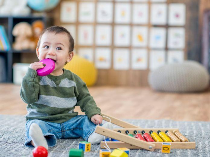 Mainan bayi untuk latih morotik