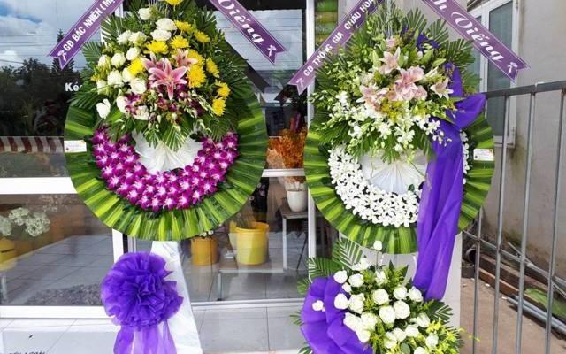 cửa hàng hoa tang lễ quận 2