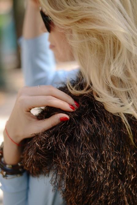 faux fur vest in details