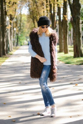 what to wear with faux fur vest - casual street style outfit