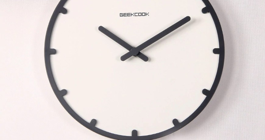 Modern simple living room wall clock and time swing creation clock geek hanging on wooden clock watch of home design gary clock
