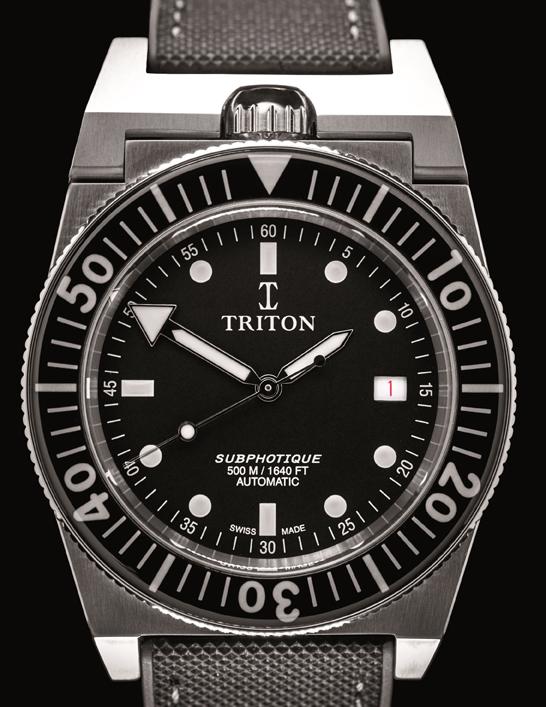 Dans les abysses avec Triton Conçue avec précision et assemblée à la main par les meilleurs horlogers suisses, la nouvelle Triton conserve sa couronne à midi et son protège-couronne articulé comme le modèle originel de 1963. Le modèle originel de 1963 était exclusivement vendu en magasin de plongée. Elle est équipée d'une valve à hélium pour les remontées en caisson de décompression et étanche jusqu'à 500 m de profondeur. Aiguilles ultra-lisibles avec finition de type Super Luminova C3. Boîtier acier de 40 mm. Cette montre de précision s'adresse aux plongeurs avertis et aux amateurs de garde-temps épris d'audace et d'exclusivité. Prix : 4 950 €