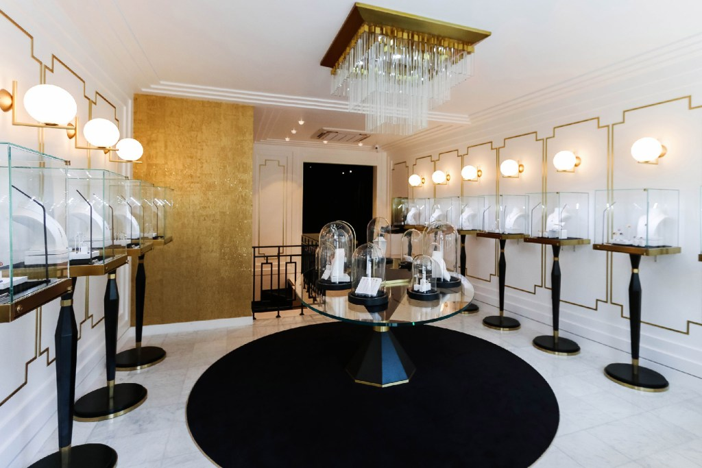 NEW FLAGSHIP, the Gringoire jeweler established to Paris. Remember the address of the first Parisian flagship (and European), she took up place in the very exclusive avenue Matignon at number 32.