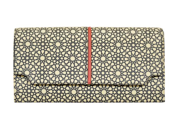 Croiser les couleurs avec intelligence, marier les motifs géométriques avec perfection… La maison Meyshad maîtrise les deux.