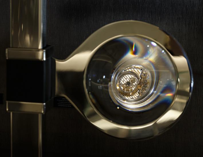 Symbole de la maîtrise horlogère, le calibre ici sublimé.