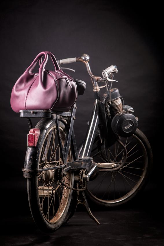 Que vous épousiez un style bohème chic, urbain, vintage ou classique, le sac City d'Atelier Varennes convient à toutes les amatrices d'une maroquinerie haut de gamme, durable et intemporelle.