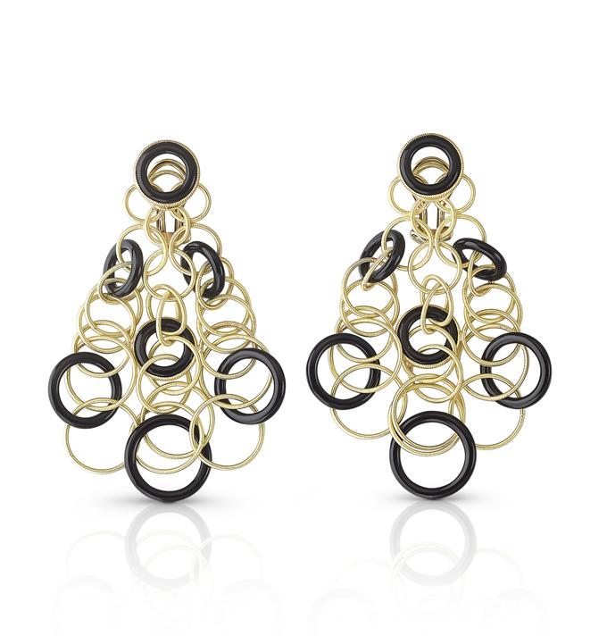 Buccellati, collection Hawaii, pendants d'oreille en or jaune et onyx.
