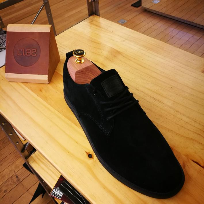 ELLINGTON - Baskets basses en cuir suédé noir.