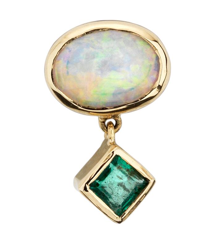 Abïs chez Hod. Pour compléter la parure, paire de BO en or jaune, opale et émeraude. 420 €.