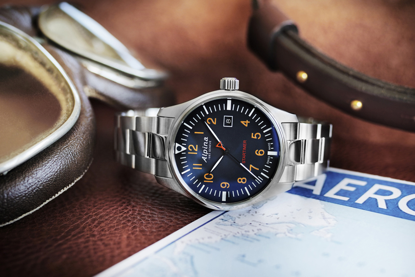 Alpina Startimer Pilot, cadran bleu marine sur bracelet acier.