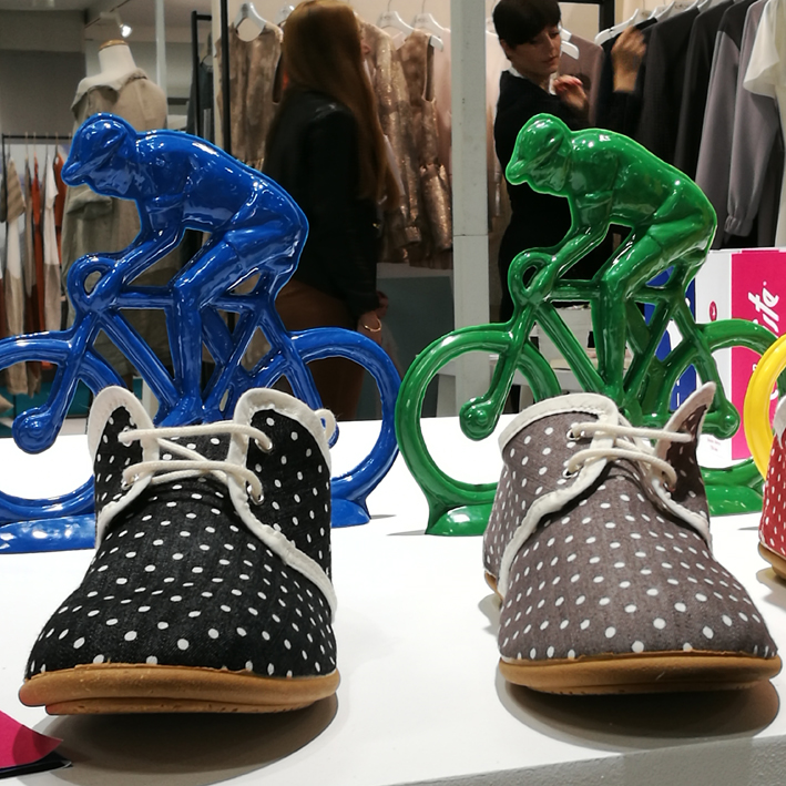 On souhaite une bonne course à la toute jeune marque de chaussures légères et ludiques Mon cycliste.