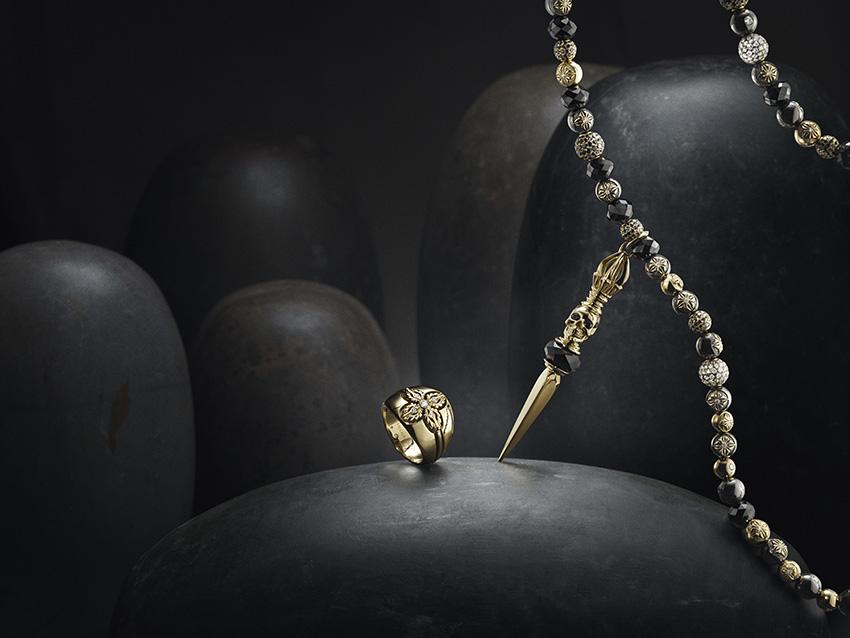 Shamballa Jewels magnifie la part de mystère des pierres et des matériaux précieux.