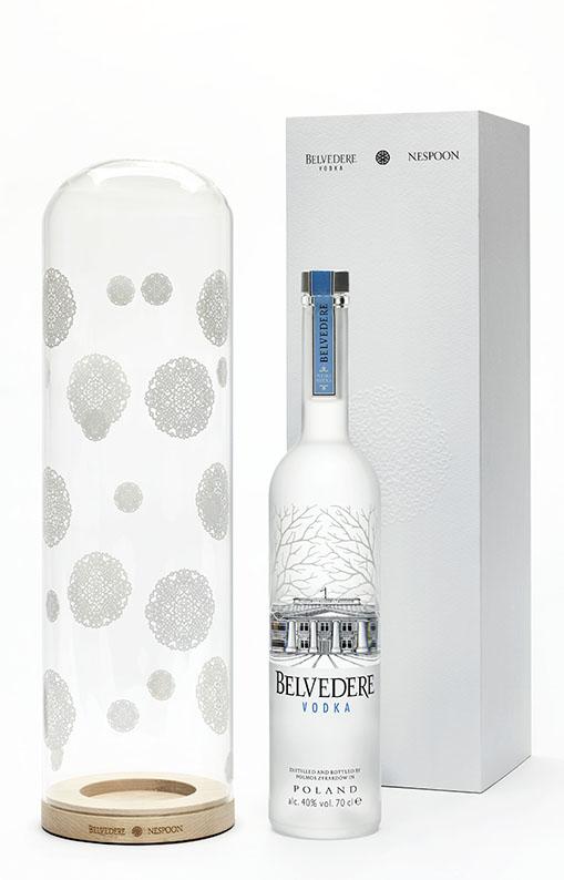 BELVEDERE VODKA édite pour les fêtes un coffret givré fruit d'une collaboration inédite entre la street artis Nespoon et la vodka haut de gamme. Un cadeau unique, en vente au Drugstore Publicis !