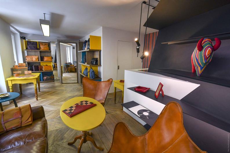 Le salon Il Bisonte à l'étage de la boutique éphémère parisienne.