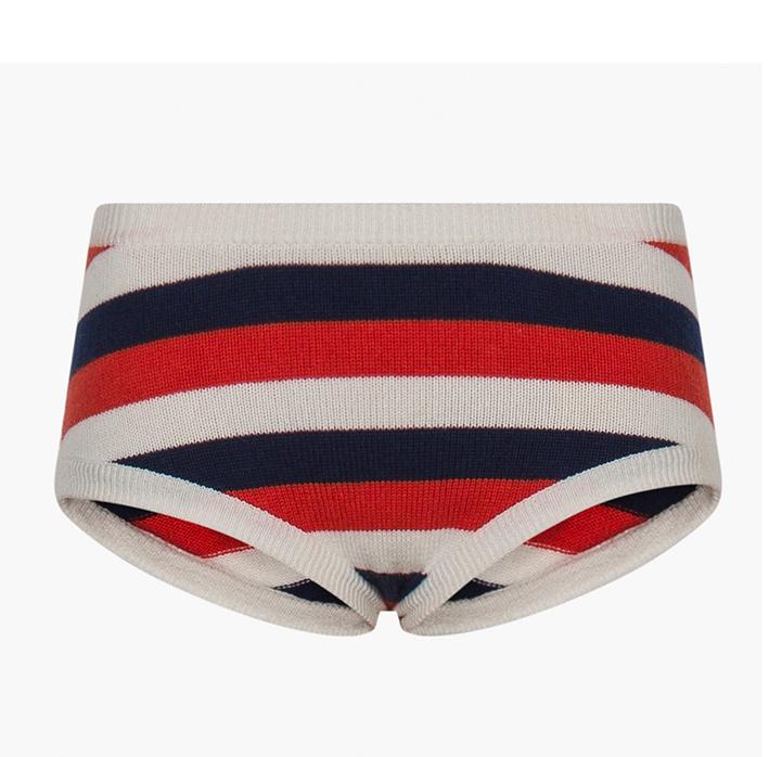 SONIA RYKIEL pense à nous et à notre confort avec cette culotte en cachemire à rayures tricolores. Si vous n'osez pas il vous reste le pull ! 350 €