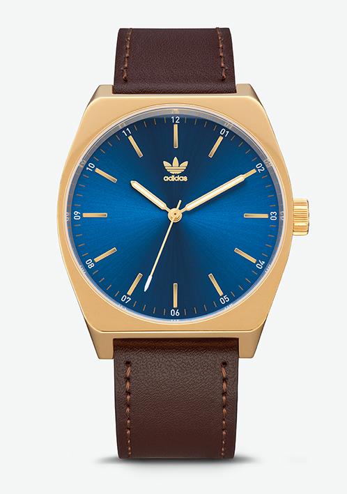 Adidas Watch, modèle PROCESS L1. Montre analogique en acier inoxydable (38 mm). Bracelet cuir. Etanche à 50 m. 100 €